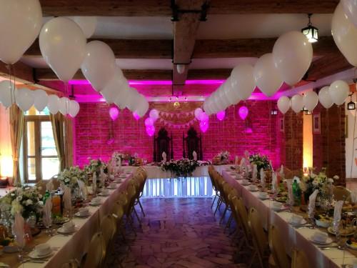 Balony w bialym kolorze napompowane helem na wesele w Warszawie